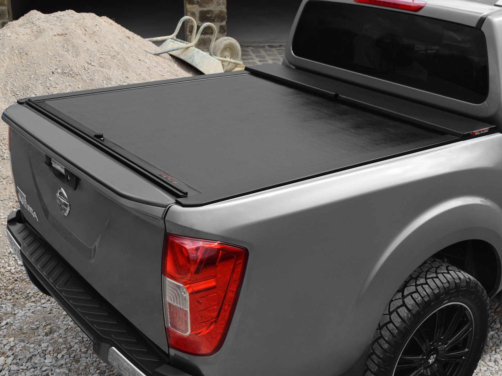 Nissan Np300 Roll And Lock Tonneau Cover 2016 On